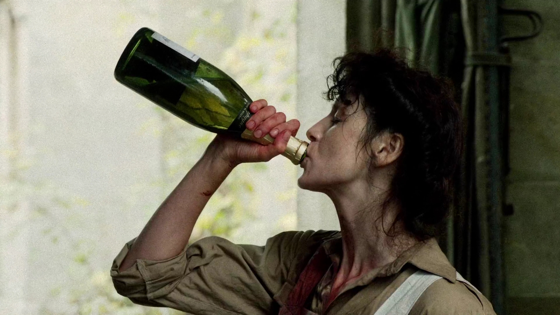 outlander claire drinking, outlander fan survival guide