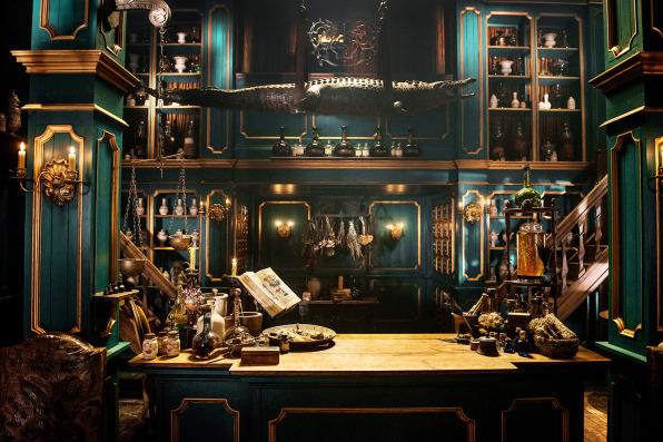 rewatch outlander season 2, master raymond, apothecary