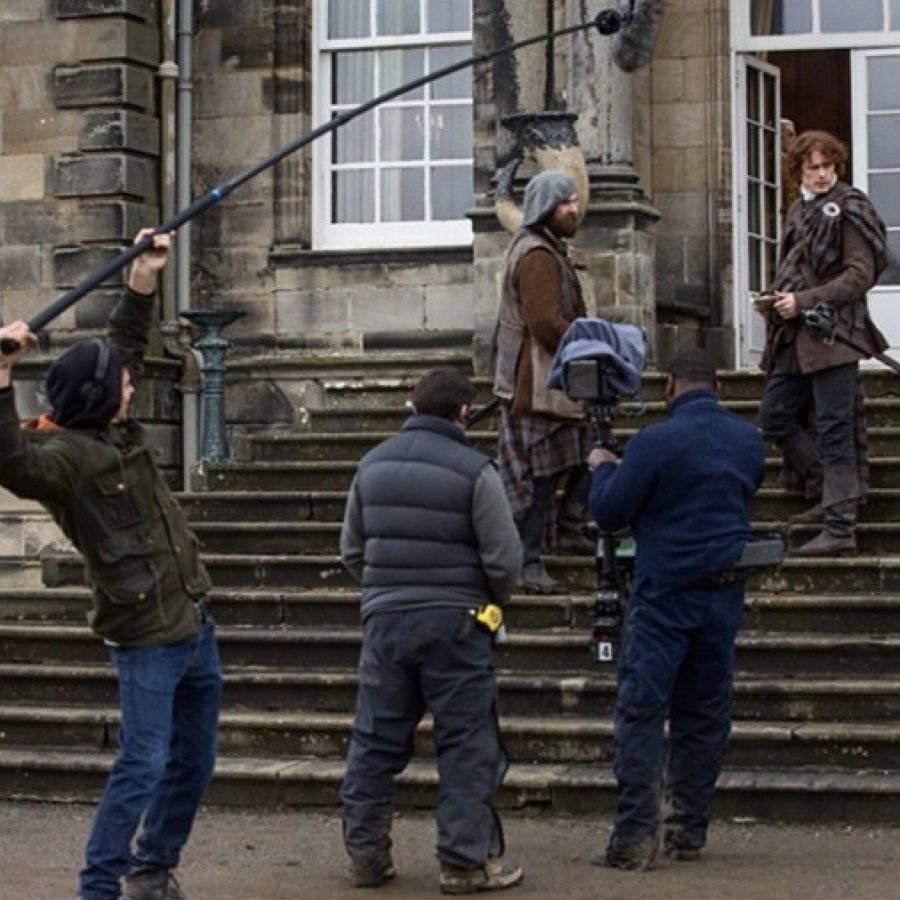 outlander updates, hopetoun house and Diana Gabaldon event, Jamie and Murtagh brush past the MacDonalds on the rear steps of Hopetoun House