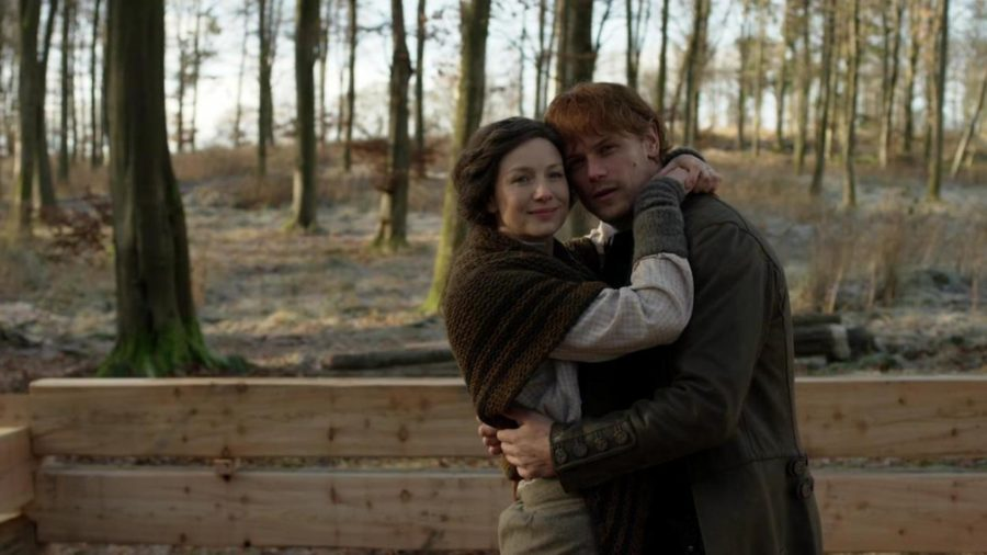 jamie and claire hugging in front of their new home, outlander season 4 life lessons