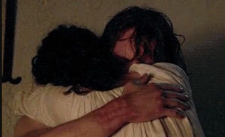jamie and claire hugging outlander season 1