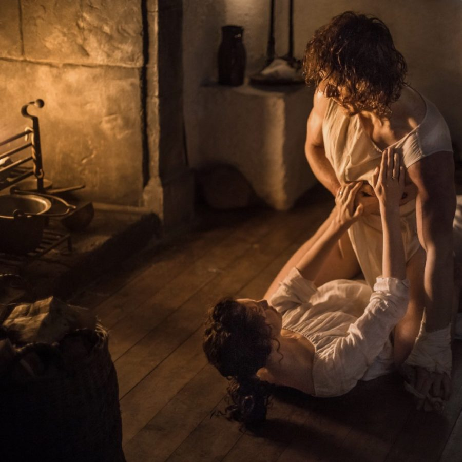 claire bringing Jamie back to life in outlander season 1