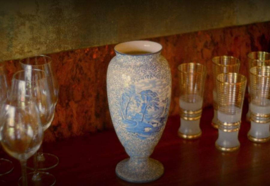 outlander easter eggs, the vase